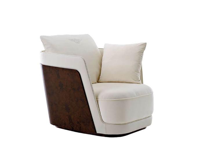 كرسي ذو ذراعين